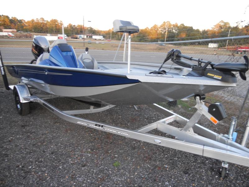 Xpress Bass Boat X18
